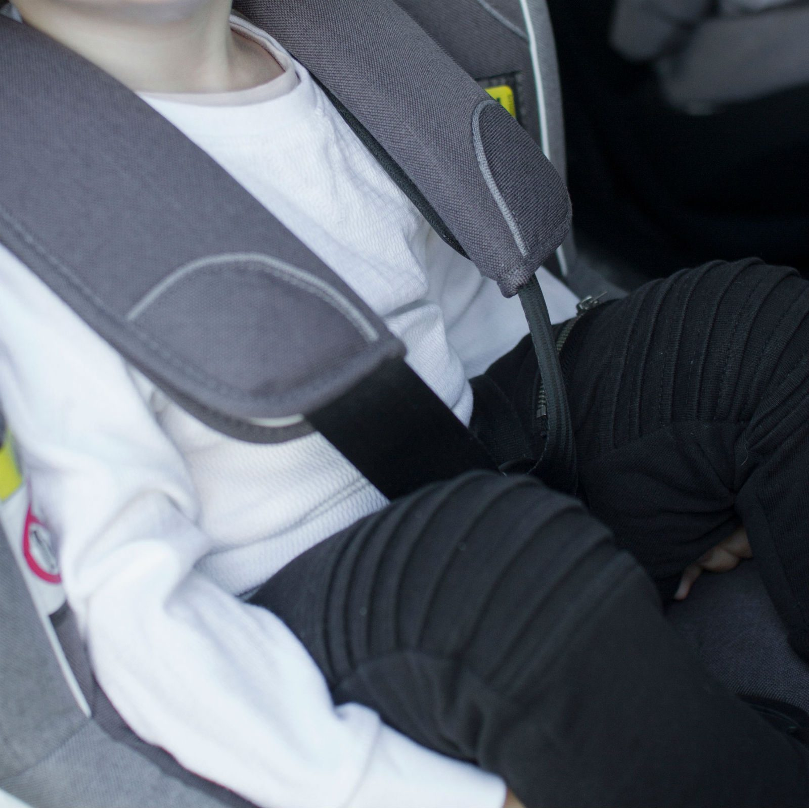 winter jackets in car seats instruction 5